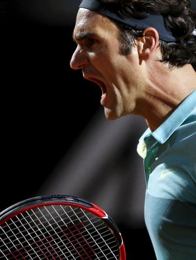 Federer phấn khích sau khi thắng trận Ảnh: REUTERS