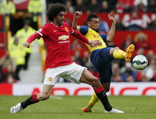 Fellaini có trận đấu hay dù bị hậu vệ đối phương đeo bám chặt