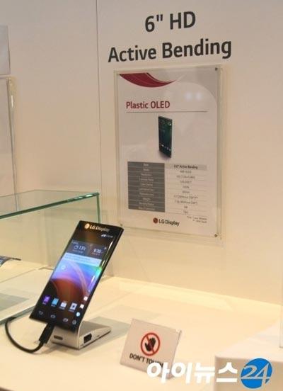 Lộ diện smartphone màn hình cong 2 bên của LG