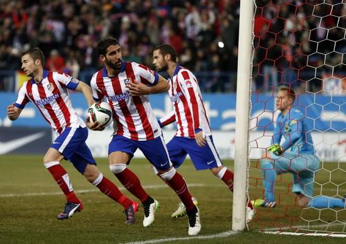 Raul Garcia sút thắng quả phạt đền, đưa Atletico vượt lên lần thứ hai trong trận