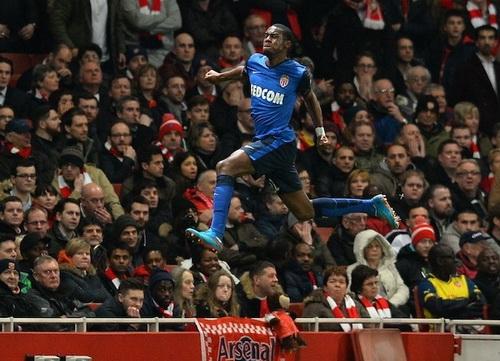 Geoffrey Kondogbia bay bổng sau bàn mở tỉ số