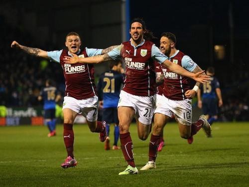 George Boyd vui mừng cùng đồng đội sau bàn thắng
