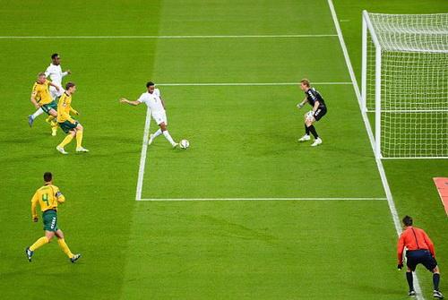 Bàn thắng đầu tiên của Sterling cho đội tuyển Anh