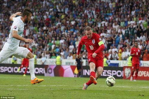 Wayne Rooney ghi bàn quyết định, giúp anh sánh ngang thành tích ghi bàn của tiền bối Lineker