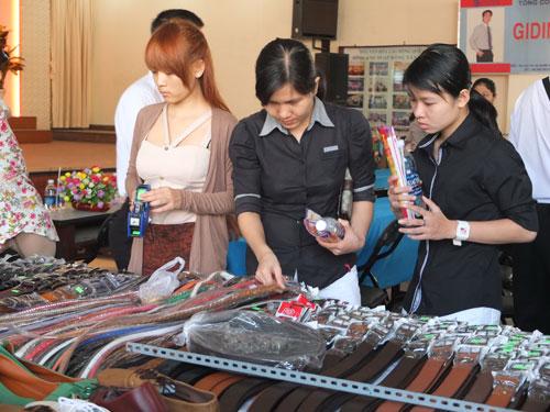 CNVC-LĐ tại ngày hội mua hàng giảm giá do LĐLĐ quận Bình Thạnh, TP HCM tổ chức