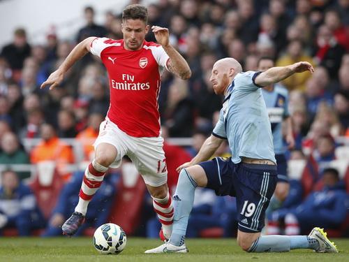 Giroud khai thông thế bế tắc cho Arsenal bằng bàn mở tỉ số phút 45