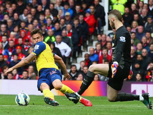 Thủ môn De Gea vất vả với các chân sút Arsenal ở hiệp hai