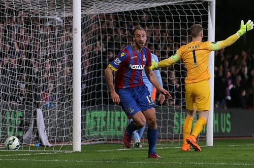 Glenn Murray ghi bàn mở tỉ số cho Palace
