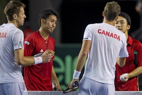 Go Soeda và Uchiyama thất vọng sau thất bại trận đôi trước Nestor và Pospisil (Canada)
