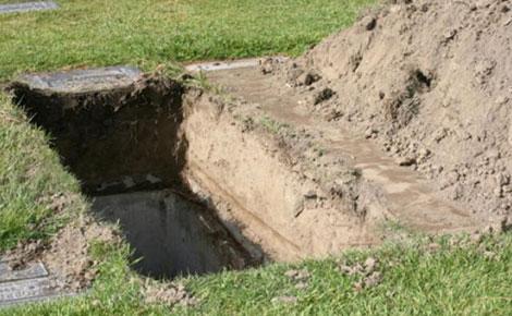 Người mẹ chôn thi thể con gái để che dấu tội ác. Ảnh: Standardmedia