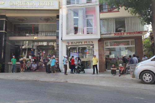 Rất nhiều khách phải chờ đợi lấy phòng tại các khách sạn