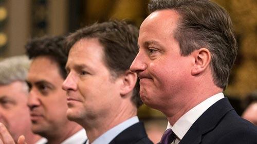 Thủ tướng David Cameron (bìa phải), lãnh đạo Công đảng Ed Miliband (giữa) và Phó Thủ tướng Nick Clegg (trái) Ảnh: PA