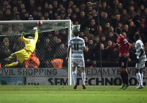 Ander Herrera ghi bàn cho Man United