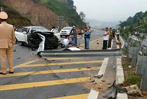 Hiện trường vụ tai nạn kinh hoàng trên đường cao tốc Nội Bài - Lào Cai