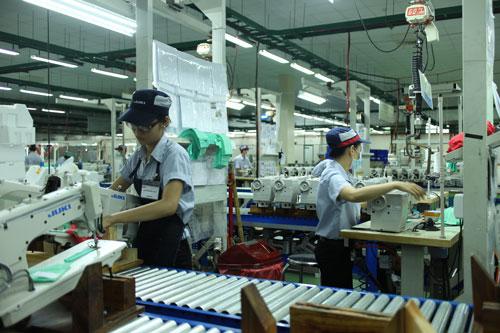 Sản xuất máy móc tại Công ty Juki (Nhật Bản) ở KCX Tân Thuận, quận 7, TP HCM  Ảnh: HỒNG ĐÀO