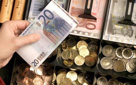 4,5 tỉ euro đã được chuyển lậu về Trung Quốc Ảnh: AP