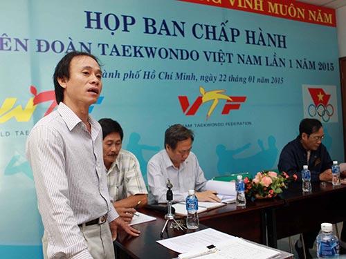 Ông Nguyễn Thanh Huy (đứng) cho rằng chuyện TP HCM cho địa phương khác mượn VĐV tranh tài tồn tại từ năm 2006 Ảnh: Quang Liêm