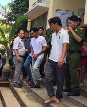 Nghi can Trần Quốc Gia bị bắt tại trụ sở Công an xã Trung Thành Tây.