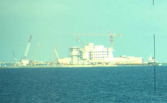 Một công trình kiên cố cao 8-9 tầng mà Trung Quốc đang xây dựng trái phép trên đá Huy Gơ thuộc quần đảo Trường Sa của Việt Nam - Ảnh: Lương Duy Cường