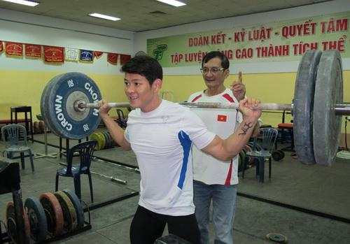 HLV Huỳnh Hữu Chí tại buổi tập sáng 29 Tết Ất Mùi