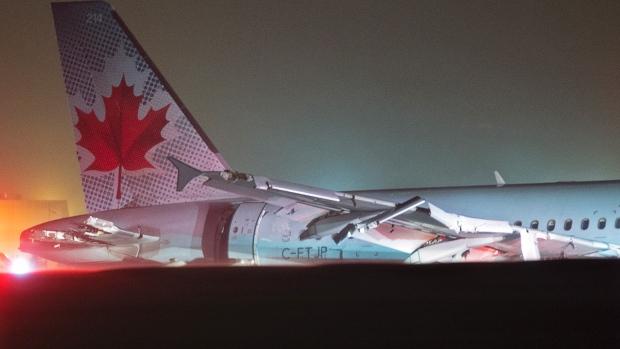 Chiếc máy bay trượt khỏi đường băng. Ảnh: Canadian Press