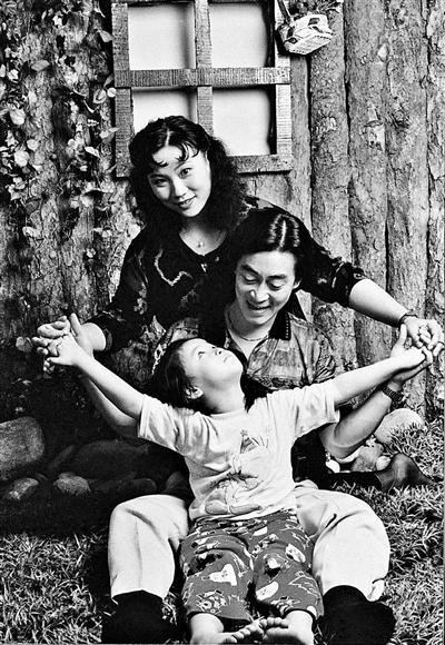 Gia đình Lục Tiểu Linh Đồng (Ảnh: IFENG)