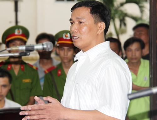 Bị cáo Vinh trong phiên tòa bị hoãn để điều tra lại vụ án