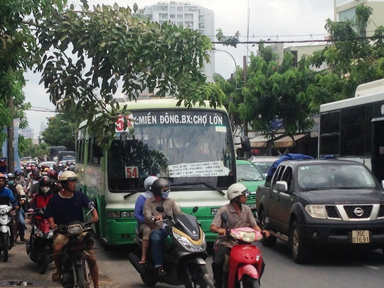Vụ tai nạn làm giao thông qua khu vực bị ùn ứ nghiêm trọng