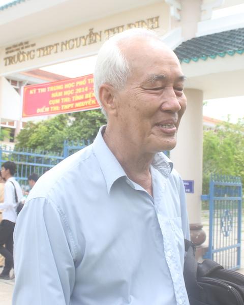 Dù đã 70 tuổi nhưng ông Cảnh quyết tâm đi thi lấy bằng tốt nghiệp THPT
