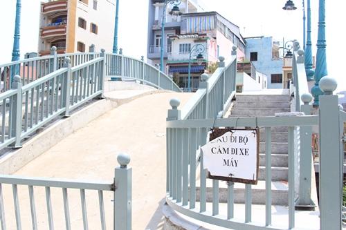 Cầu bộ hành số 3 và cầu số 4 cấm xe máy lưu thông vì không đảm bảo an toàn
