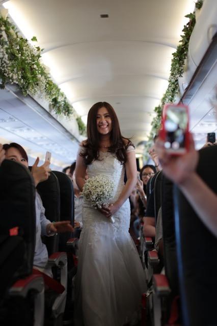 Cô dâu Phạm Thị Thanh Phương hạnh phúc trong đám cưới đặc biệt sau 12 năm yêu nhau