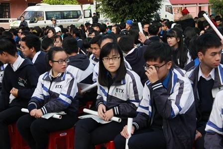 Thí sinh các trường THPT tập trung tại Trường THPT Bùi Thị Xuân, Đà Lạt