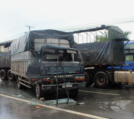 Chiếc xe tải gây tai nạn hư hỏng nặng phần đầu