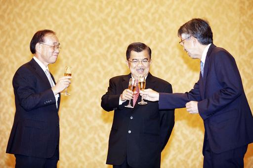Đại sứ Nhật Bản tại Indonesia Yasuaki Tanizaki (trái) Ảnh: THE JAKARTA POST