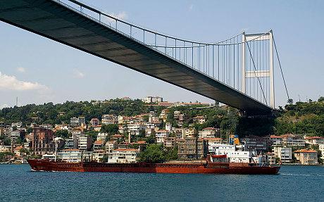 http://i.telegraph.co.uk/multimedia/archive/03212/Istanbul_shipping__3212638c.jpg