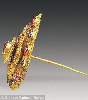 A hairpin with the flame design. The pin is 12.3cm (4.8 inches) long and the weight is 115.4 grams (4 ounces)