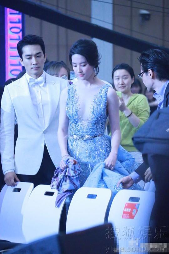Song Seung Hun đang hẹn hò Lưu Diệc Phi