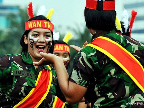 Các nữ binh sĩ Indonesia biểu diễn võ thuật tại một sự kiện ở Jakarta Ảnh: Tân Hoa xã