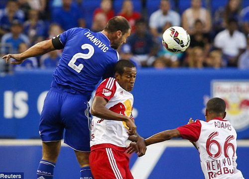 Hàng thủ Chelsea phạm nhiều sai sót, dẫn đến trận thua thảm trước NY Red Bulls