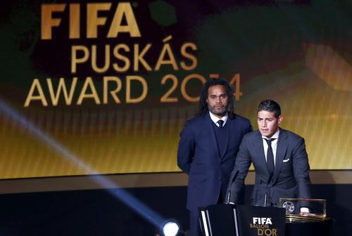 James Rodriguez nhận giải thưởng dàn cho bàn thắng đẹp