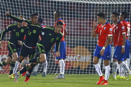 Raul Jimenez ghi bàn cho Mexico