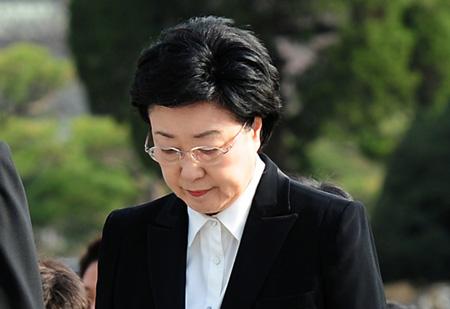 Bà Han Myeong Sook lãnh án tù 2 năm và xem như kết thúc sự nghiệp chính trị. Ảnh: Korea Times