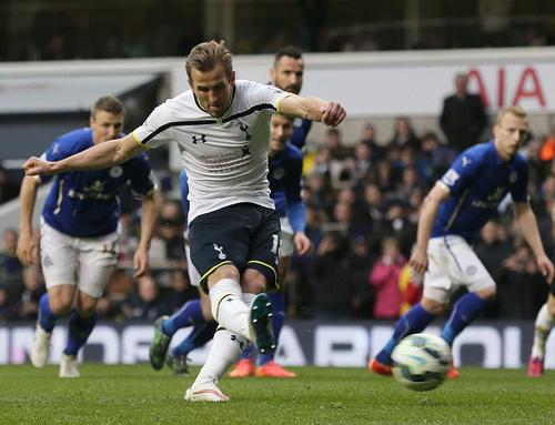 Harry Kane ghi bàn tứ chấm 11m phút 64, hoàn tất cú hat-trick đầu tiên ở giải Ngoại hạng Anh