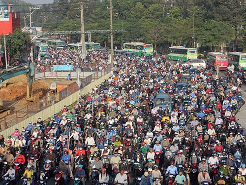 Kẹt xe kéo dài tại ngã tư Thủ Đức, TP HCM ngày 19-1 Ảnh: GIA MINH