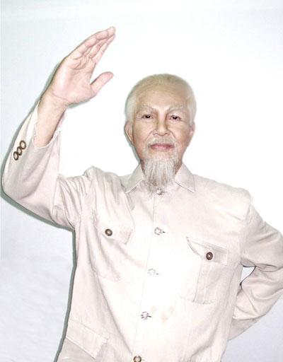 """NSƯT Thanh Điền trong vai Bác Hồ (vở """"Đêm trắng"""") diễn tại Nhà hát Hòa Bình hôm 30-4 vừa qua"""