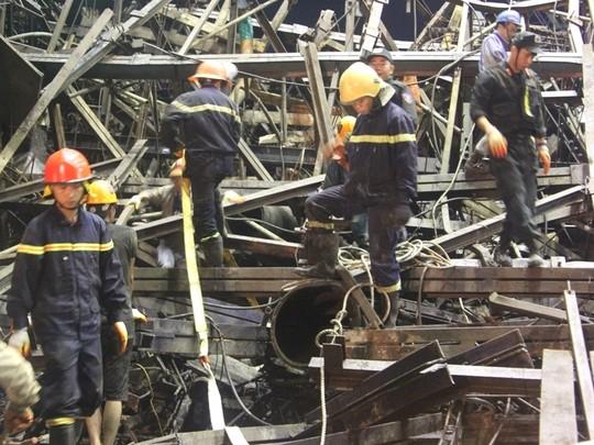 Hiện trường vụ sập giàn giáo ở dự án Formosa làm 13 người chết và hàng chục người bị thương