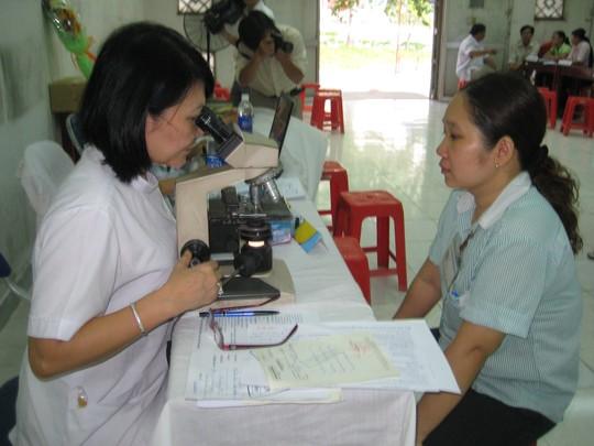 CĐ Ngành Y tế TP HCM tham gia khám bệnh cho công nhân tại các KCX-KCN TP