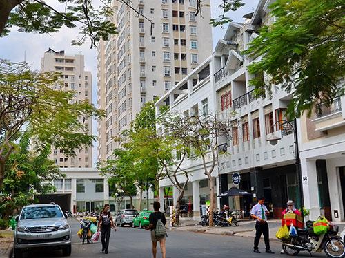 Cho phép người nước ngoài mua nhà được xem là cú hích cho thị trường bất động sản Ảnh: TẤN THẠNH