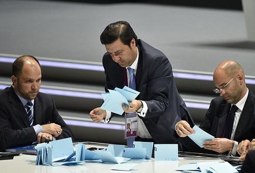 Công tác kiểm phiếu ở cuộc bầu cử chủ tịch FIFA hôm 30-5
