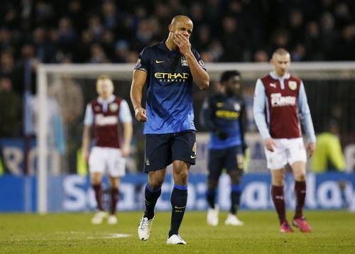 Kompany thất vọng, cũng là hình ảnh tiêu biểu của Man City mùa này